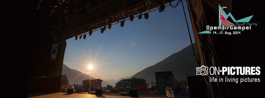 Sonnenaufgang von der Hauptbühne aus fotografiert.